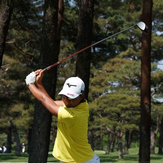 画像: コンパクトトップで飛ばす! グアム女王・野澤真央の「タテ回転」スウィング - みんなのゴルフダイジェスト