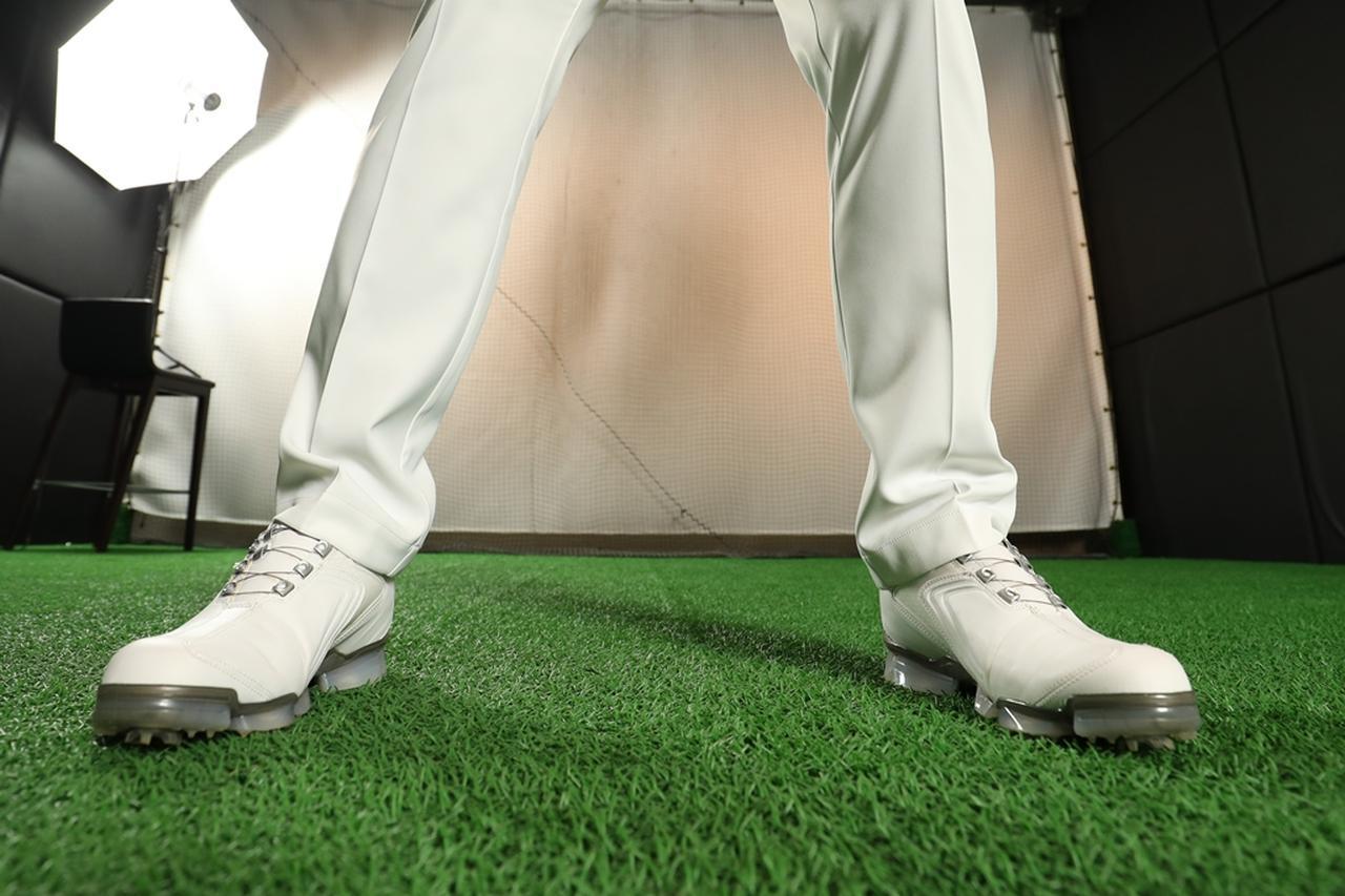 画像: 足の裏を意識して、バランスのいい状態で立とう