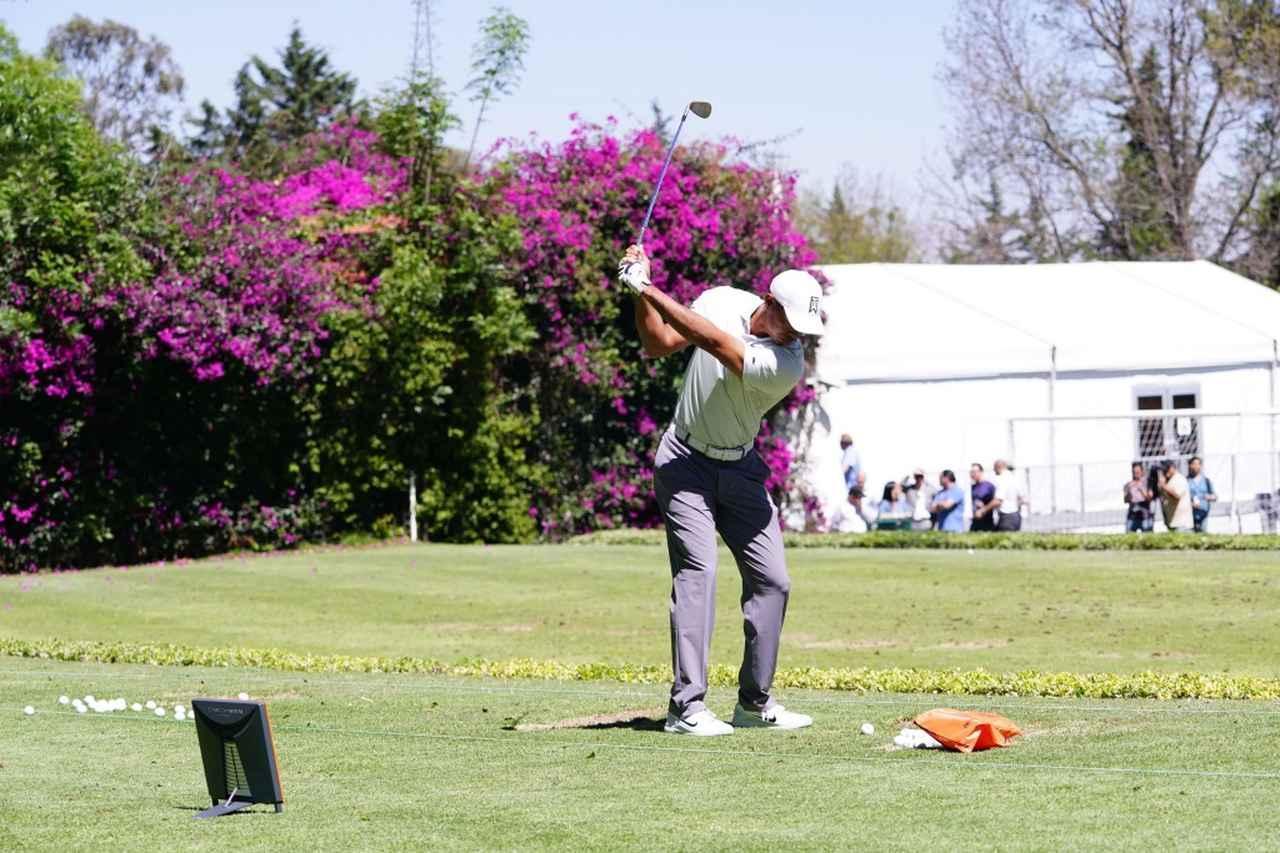 """画像: タイガーもトラックマンで調整中。標高2200メートルの「メキシコ選手権」で選手を悩ますのは""""距離の計算""""と""""腹痛""""!? - みんなのゴルフダイジェスト"""