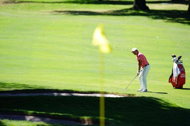 画像: 厳しいピンポジでも果敢にピンを狙うトーマスのプレーを、最終日同組でプレーした今平周吾は「次元の違うゴルフをしていた」と語った
