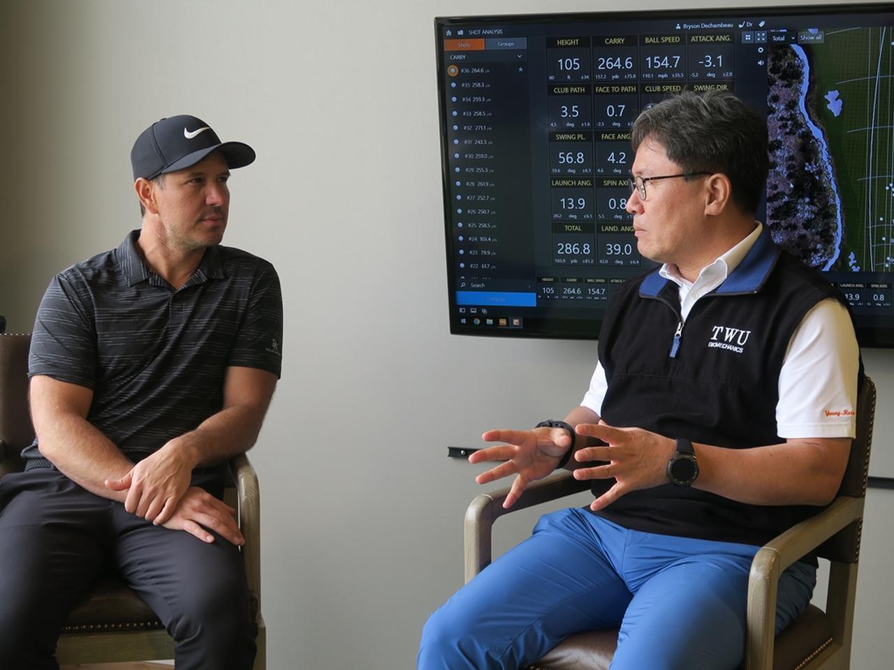 画像: クリス・コモ(写真左)とヤン・フー・クォン教授(写真右)。2人は、動きの効率化が飛距離アップとケガ防止につながるという