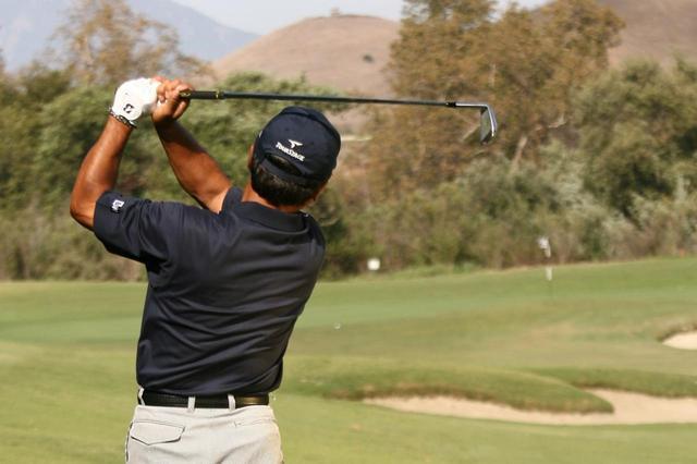"""画像: ピンポジによって球筋を""""ほんのちょっと""""打ち分ける。プロのグリーンの攻め方【倉本昌弘の本番に強くなるゴルフ】 - みんなのゴルフダイジェスト"""