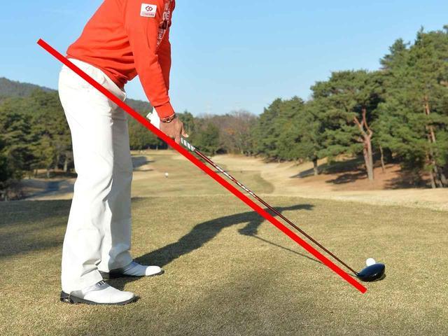 """画像: 基準となるのは腰の位置。自分の体に最適なスウィングプレーンの見つけ方【ゴルフ、""""死ぬまで""""上達するヒント #14】 - みんなのゴルフダイジェスト"""
