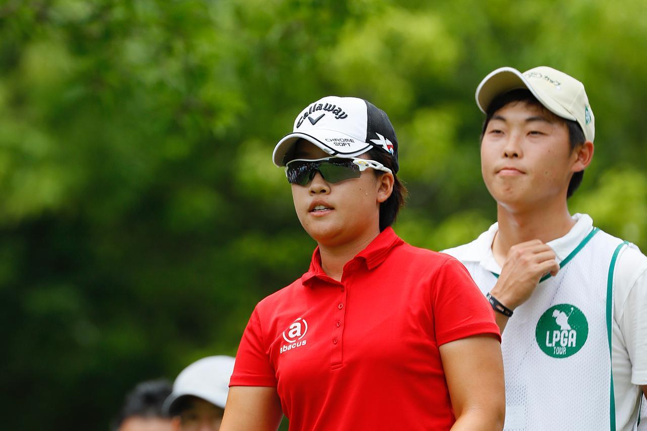 """画像: 「ちょっとしたウソをつくこともある」女子プロによってアドバイスの仕方が変わる⁉ プロキャディの""""助言力"""" - みんなのゴルフダイジェスト"""