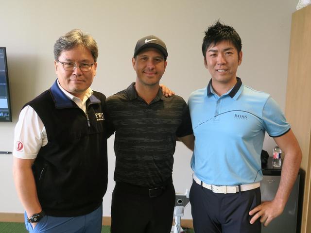 画像: クォン教授と吉田洋一郎がレッスン・オブ・ザ・イヤー2019を受賞した(写真は左からクォン教授、クリス・コモ、吉田洋一郎)