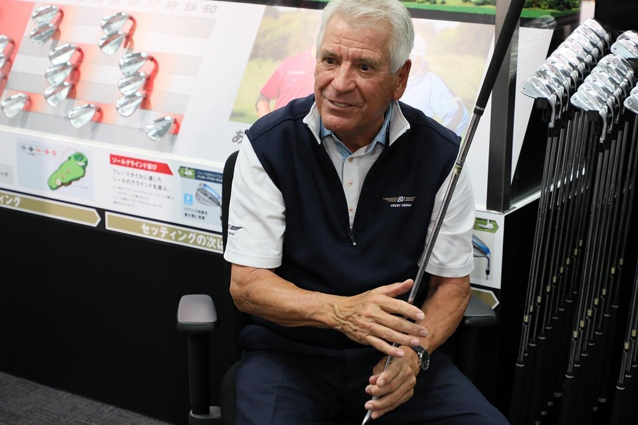 """画像: タイガーもスピースも、ウェッジはアイアンよりも「軟らかめ」。""""巨匠""""ボブ・ボーケイが教える、ウェッジシャフトの選び方 - みんなのゴルフダイジェスト"""