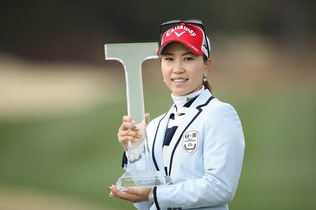 画像: Tポイント×ENEOSゴルフトーナメントでツアー通算14勝目を挙げた上田桃子(撮影/姉崎正)