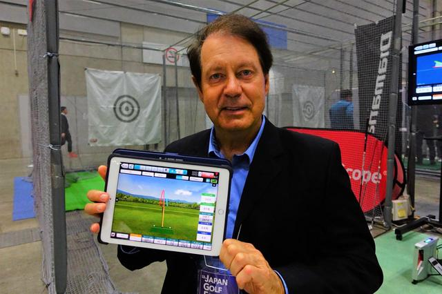 画像: 「未来の練習場では計測したデータからアプリが練習方法教えてくれるよ」と、ジャパンゴルフフェアのため来日していたフライトスコープ社のヘンリー・ジョンソン社長は語る