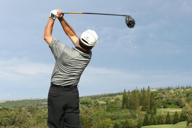 """画像: 「ミスのあと素振り」していませんか? """"今""""に集中するための方法論【倉本昌弘の本番に強くなるゴルフ】 - みんなのゴルフダイジェスト"""