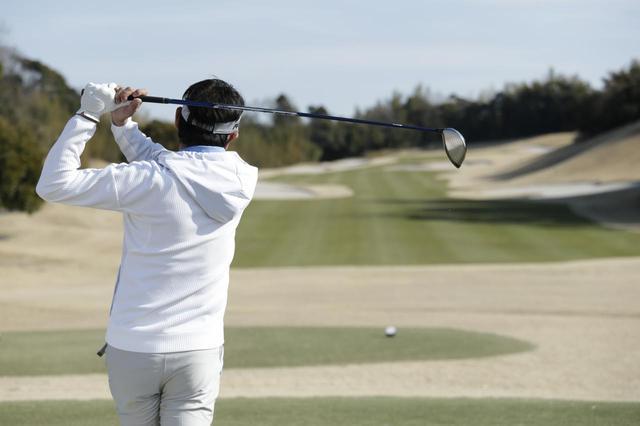 画像: つい飛距離を他人と比べてしまう。これぞゴルファー心理