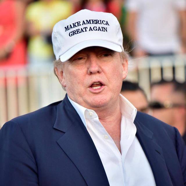 """画像: 息をするように""""インチキ""""するというトランプ大統領(写真は2016年のWGCキャデラック選手権)"""