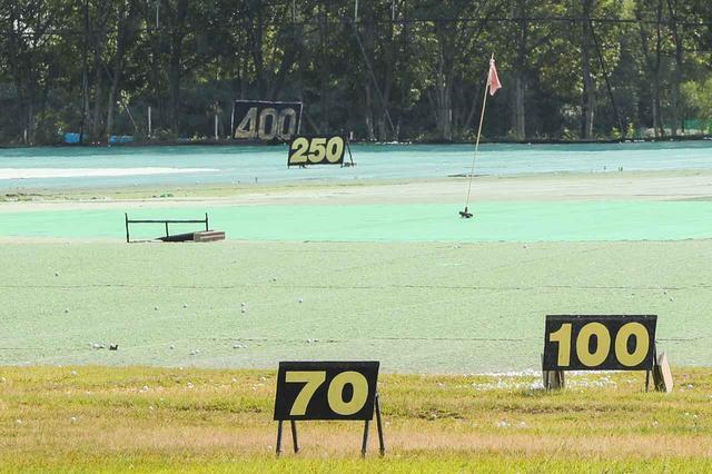 画像: 実は練習場の練習ボールに合わせた距離表示になっていることが多いという