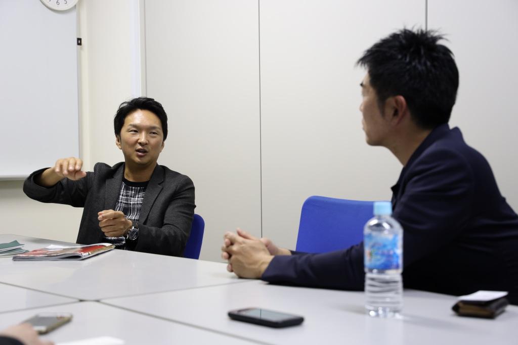 画像: 6度マスターズでバックを担いだ進藤大典氏がコースの難しさを話してくれた