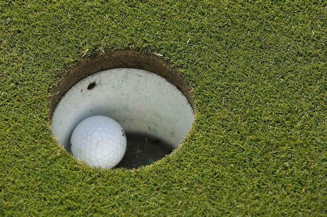 画像: カップから少し離れたところでも手を伸ばせばボールを拾えるはず