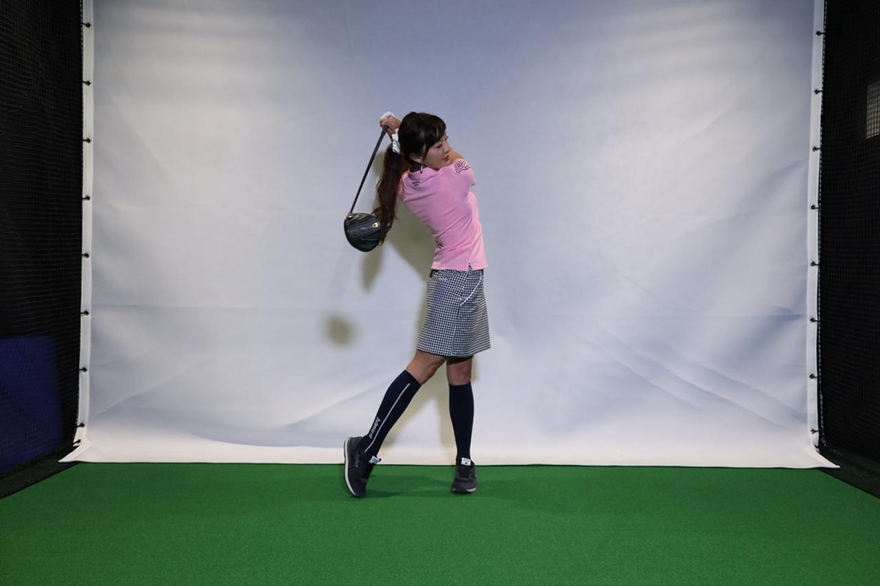 Images : 6番目の画像 - 小澤美奈瀬が実演! 左つま先チョイ閉じスウィング連続写真 - みんなのゴルフダイジェスト