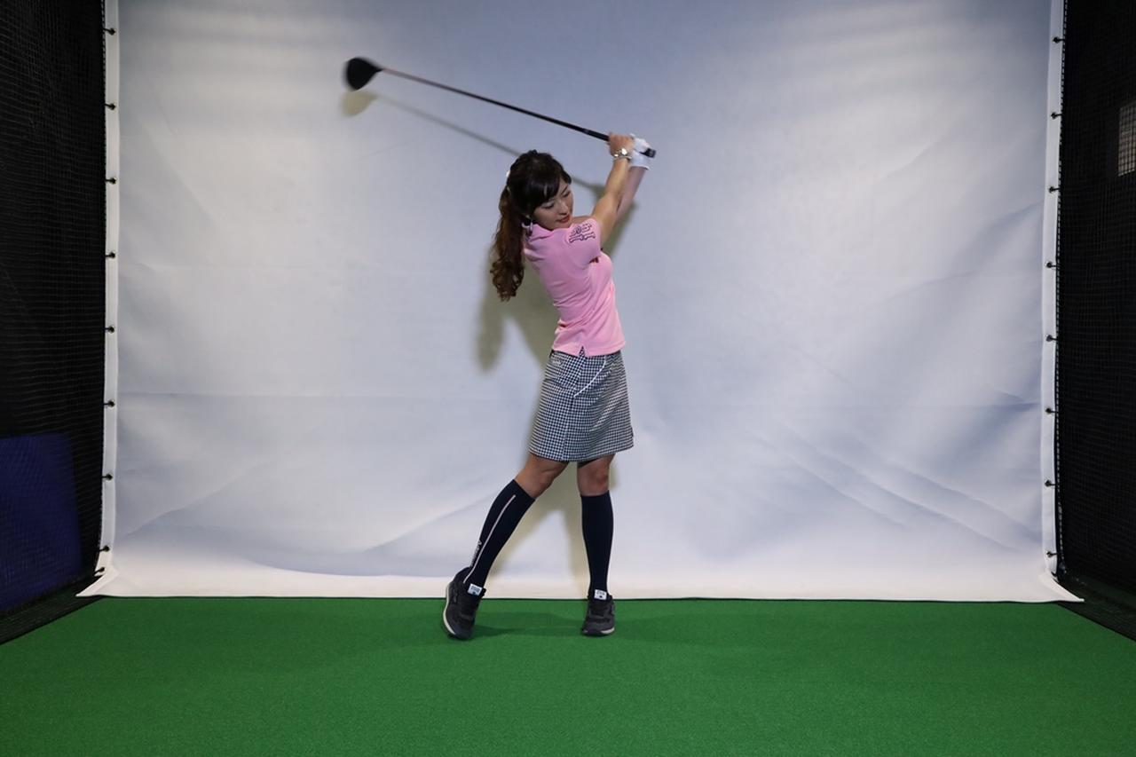 Images : 5番目の画像 - 小澤美奈瀬が実演! 左つま先チョイ閉じスウィング連続写真 - みんなのゴルフダイジェスト