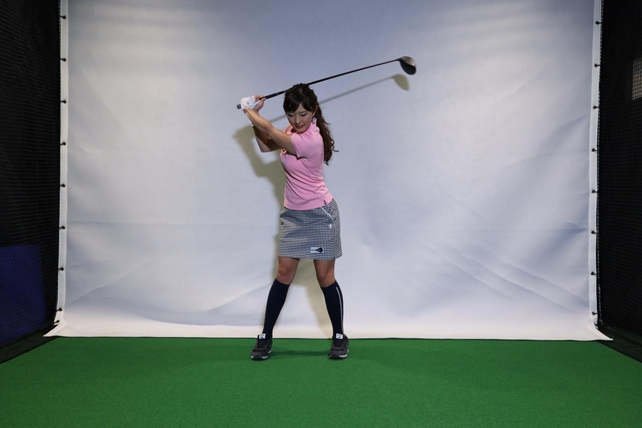 Images : 4番目の画像 - 小澤美奈瀬が実演! 左つま先チョイ閉じスウィング連続写真 - みんなのゴルフダイジェスト