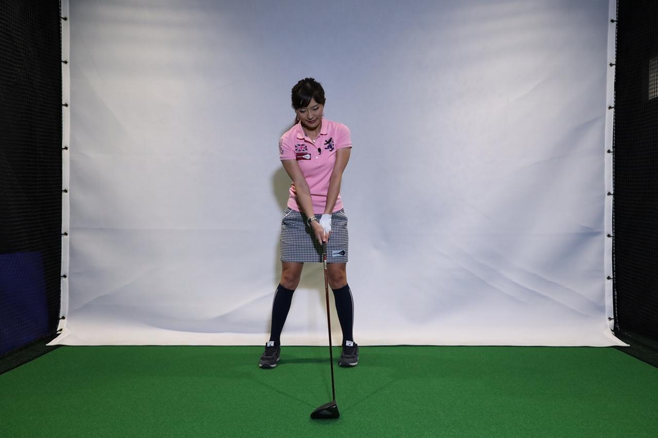 Images : 1番目の画像 - 小澤美奈瀬が実演! 左つま先チョイ閉じスウィング連続写真 - みんなのゴルフダイジェスト
