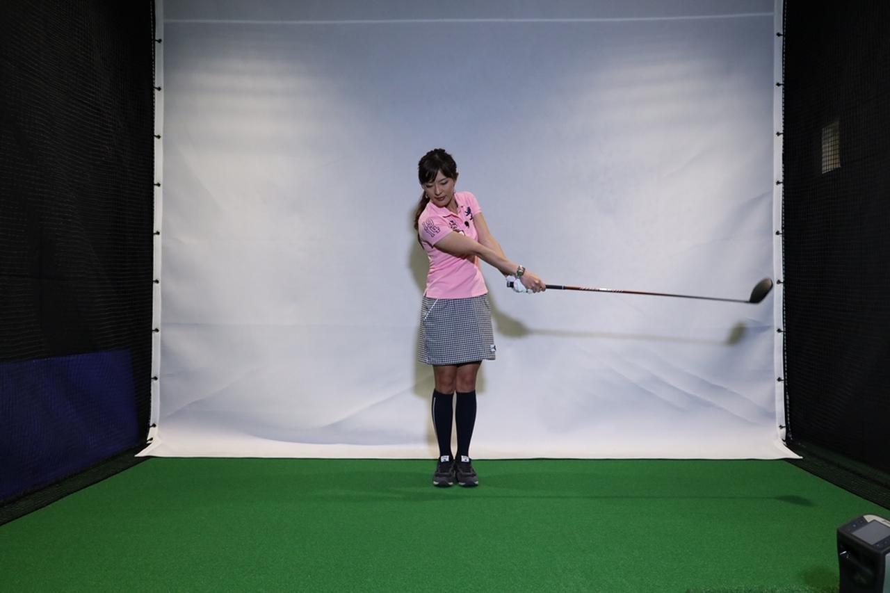 Images : 6番目の画像 - 小澤美奈瀬が実演! 両足ぴったんこスウィング連続写真 - みんなのゴルフダイジェスト
