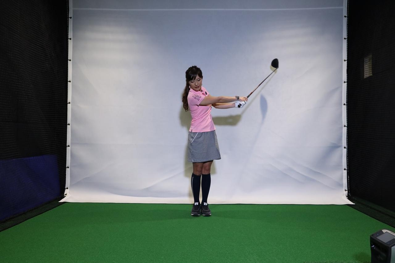 Images : 7番目の画像 - 小澤美奈瀬が実演! 両足ぴったんこスウィング連続写真 - みんなのゴルフダイジェスト