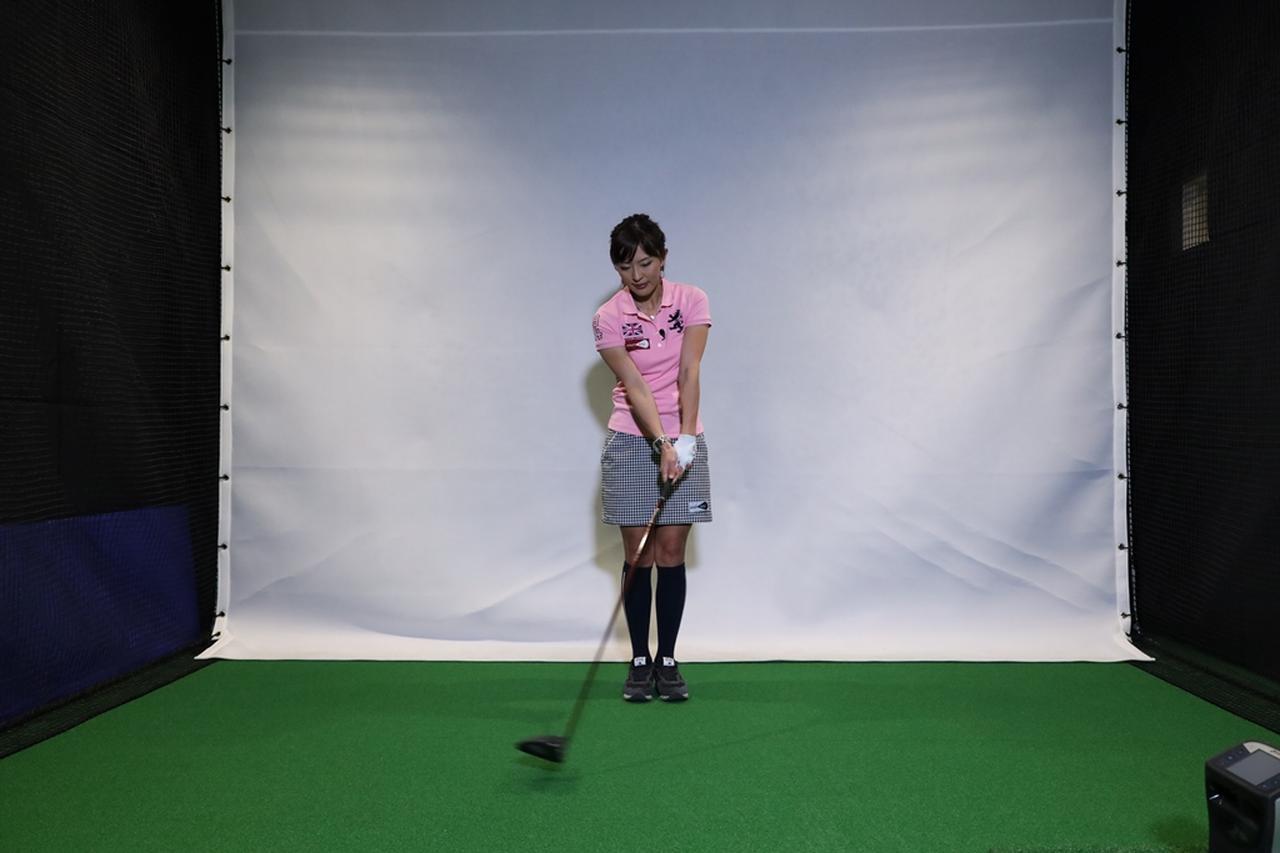 Images : 5番目の画像 - 小澤美奈瀬が実演! 両足ぴったんこスウィング連続写真 - みんなのゴルフダイジェスト