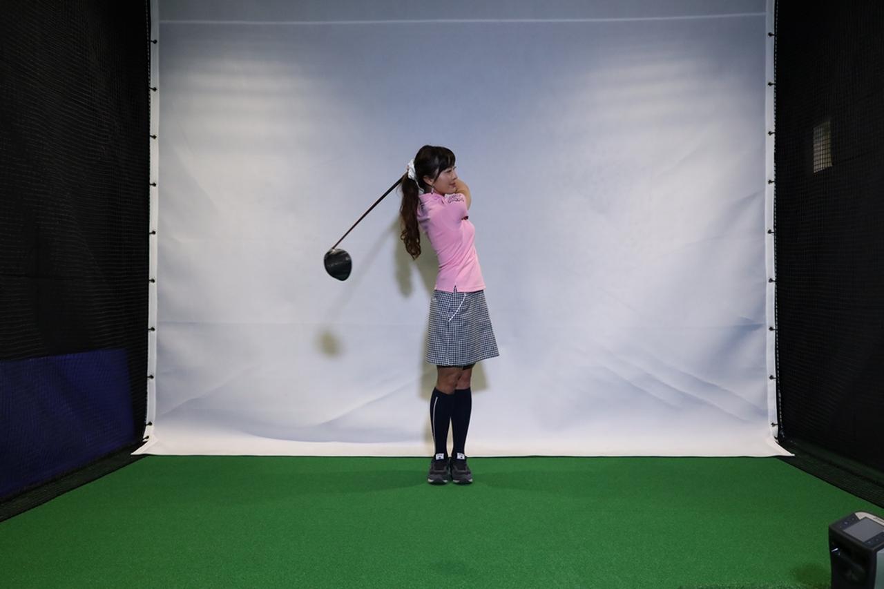 Images : 9番目の画像 - 小澤美奈瀬が実演! 両足ぴったんこスウィング連続写真 - みんなのゴルフダイジェスト