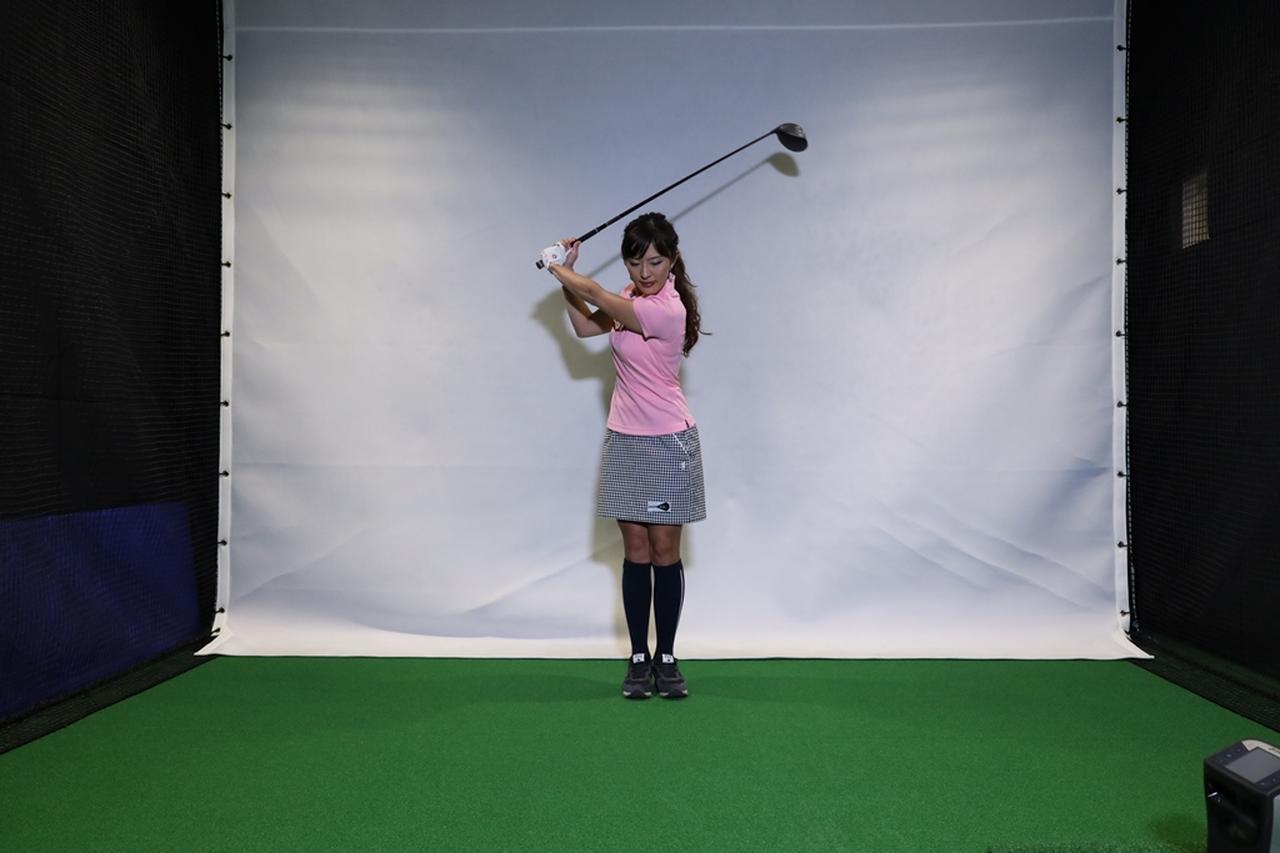 Images : 2番目の画像 - 小澤美奈瀬が実演! 両足ぴったんこスウィング連続写真 - みんなのゴルフダイジェスト