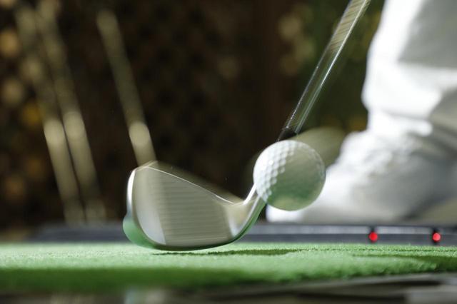 画像: ミスしても想定内の球が出るのがマッスルバックの良さのひとつ。ただし、ある程度のミート率は必要となる(撮影/小林司)