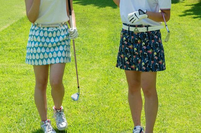 """画像: 週末のゴルフは組数が多く待つこと多い。ゴルフ女子はそんな待ち時間を利用して""""女子会""""を楽しんでいる(撮影/阪上恭史)"""
