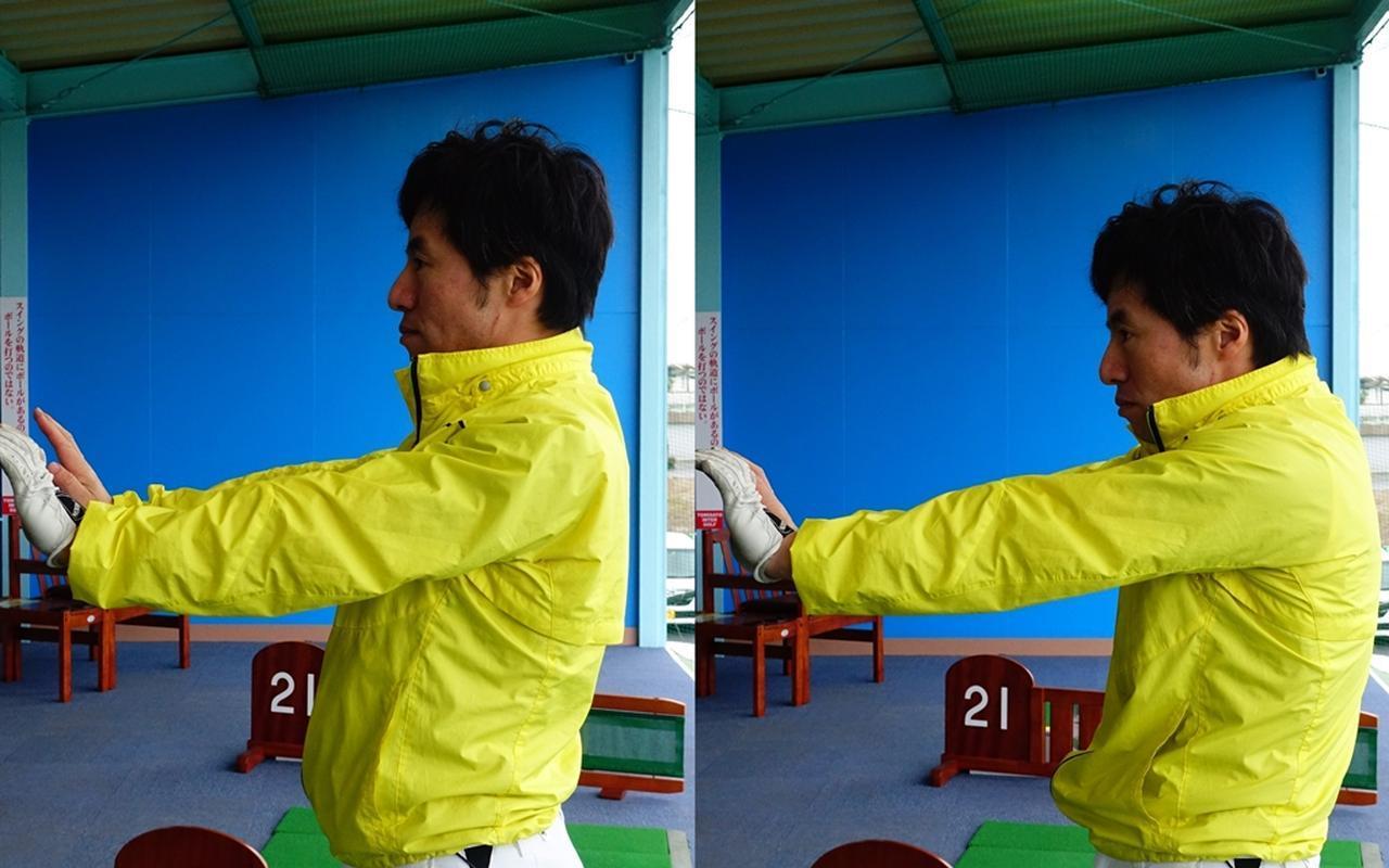 画像: 両腕を前に突き出し、胸を引っ込めるようにして肩甲骨を開いてみよう。両手の位置を動かさないのがポイントだ