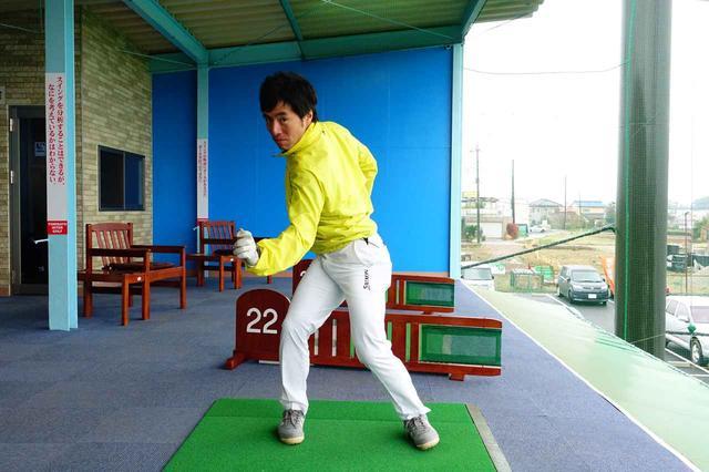 画像: 少林寺拳法の突きの動きが、正しい始動の動きに近いと原田プロは言う