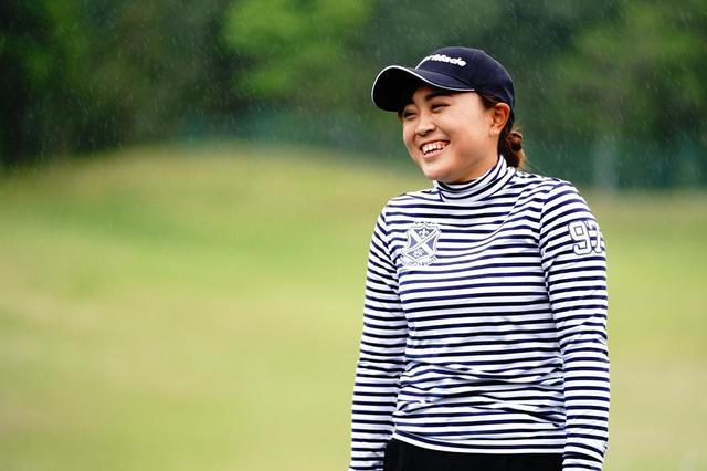 画像: 元気一杯の19歳。取材したパナソニックレディースの練習日はあいにくの雨だったが、この笑顔