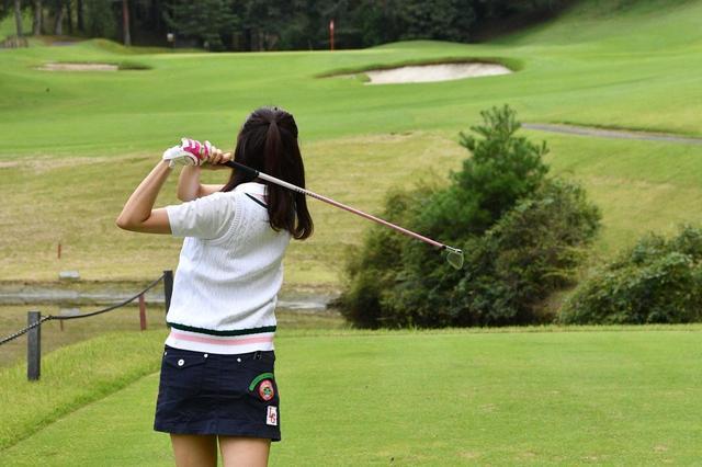 画像: ゴルフに夢中なゴルフ女子には、週末ゴルフだけでは物足りない!?