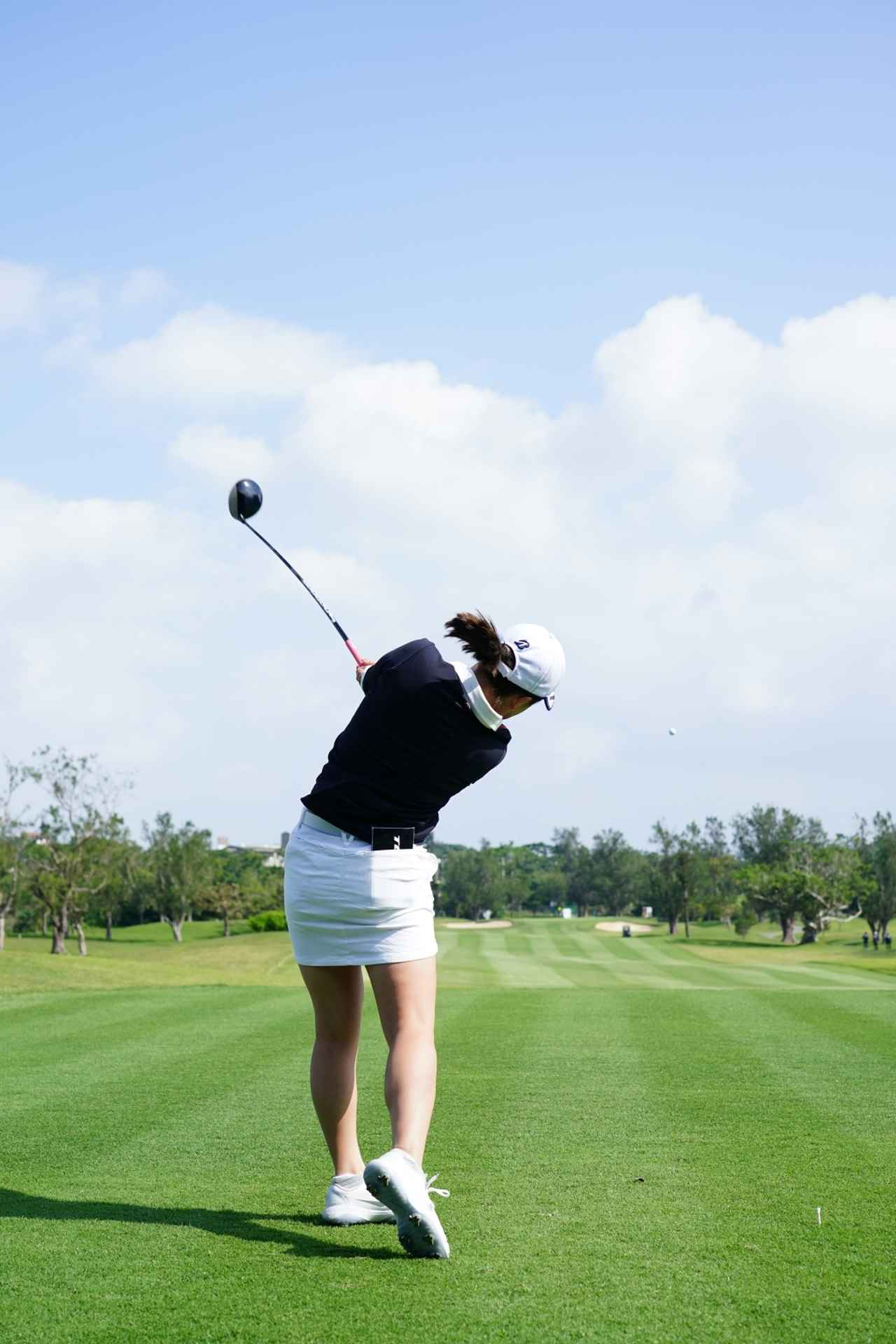 Images : 16番目の画像 - 丹萌乃のドライバー連続写真 - みんなのゴルフダイジェスト