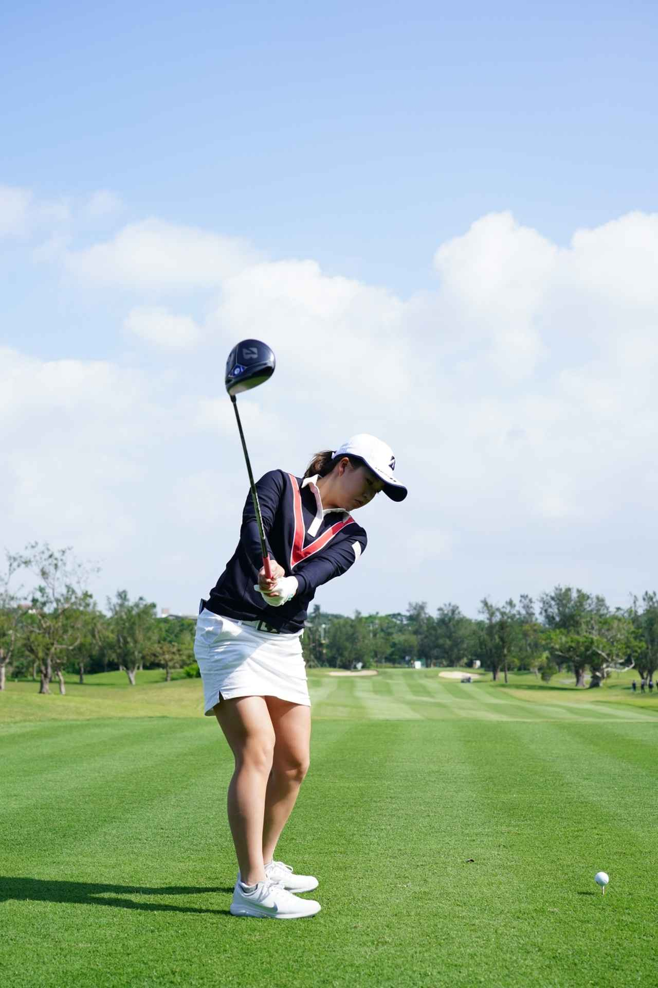 Images : 3番目の画像 - 丹萌乃のドライバー連続写真 - みんなのゴルフダイジェスト