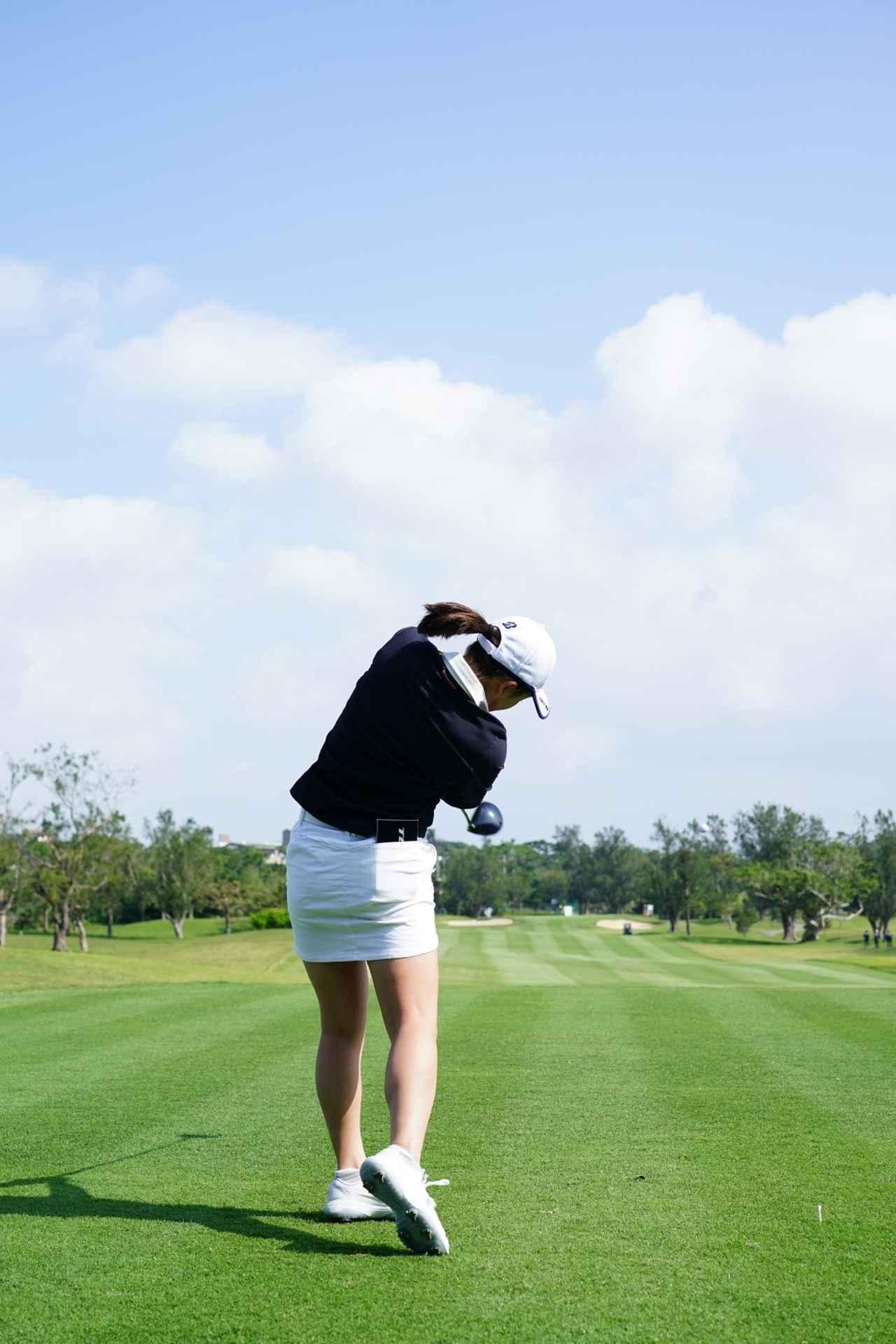 Images : 15番目の画像 - 丹萌乃のドライバー連続写真 - みんなのゴルフダイジェスト