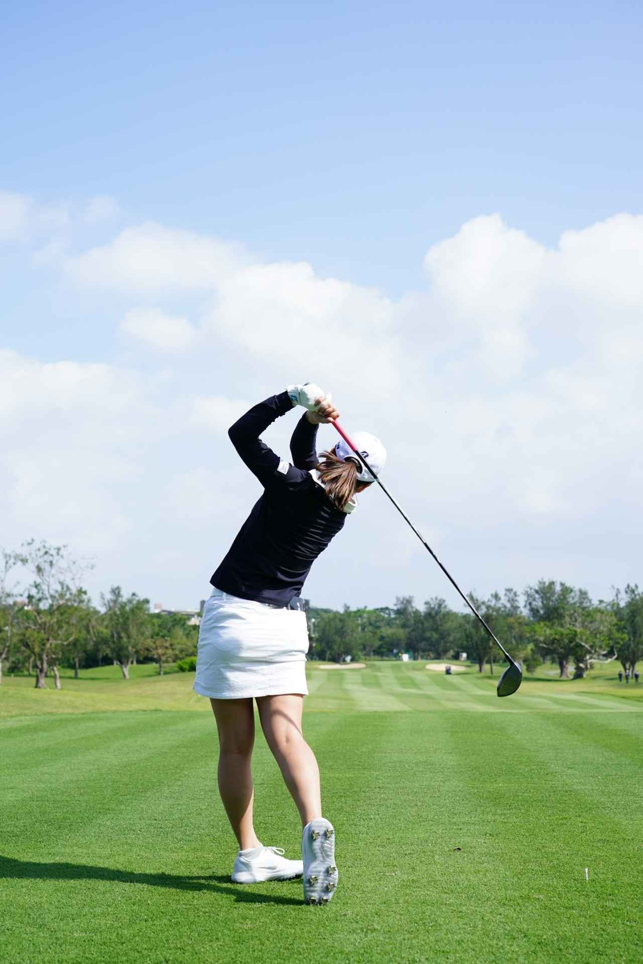 Images : 19番目の画像 - 丹萌乃のドライバー連続写真 - みんなのゴルフダイジェスト