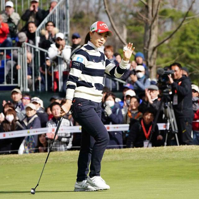 画像: エースパターにストロークラボのシャフトを差して「Tポイント×ENEOSゴルフトーナメント」を制した上田桃子(撮影/姉崎正)