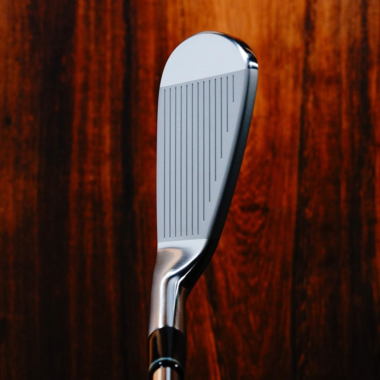 画像: アスリートゴルファーが好むストレートネックのアイアンで、弾道のイメージが出しやすいクラブだ