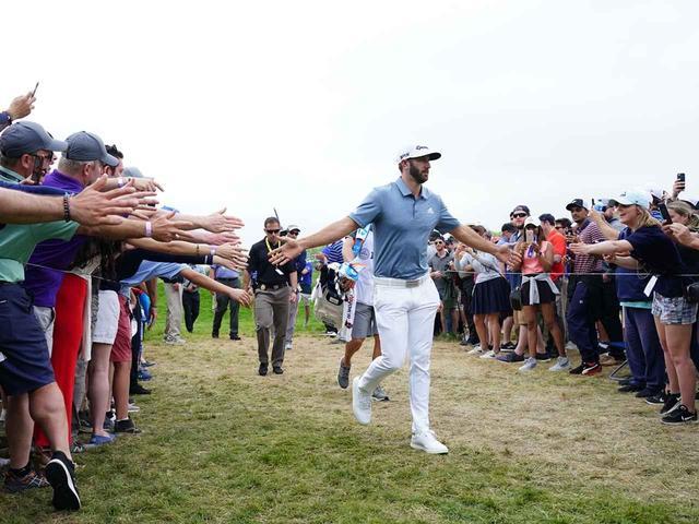 画像: DJの追い上げにお祭り騒ぎのギャラリーたち