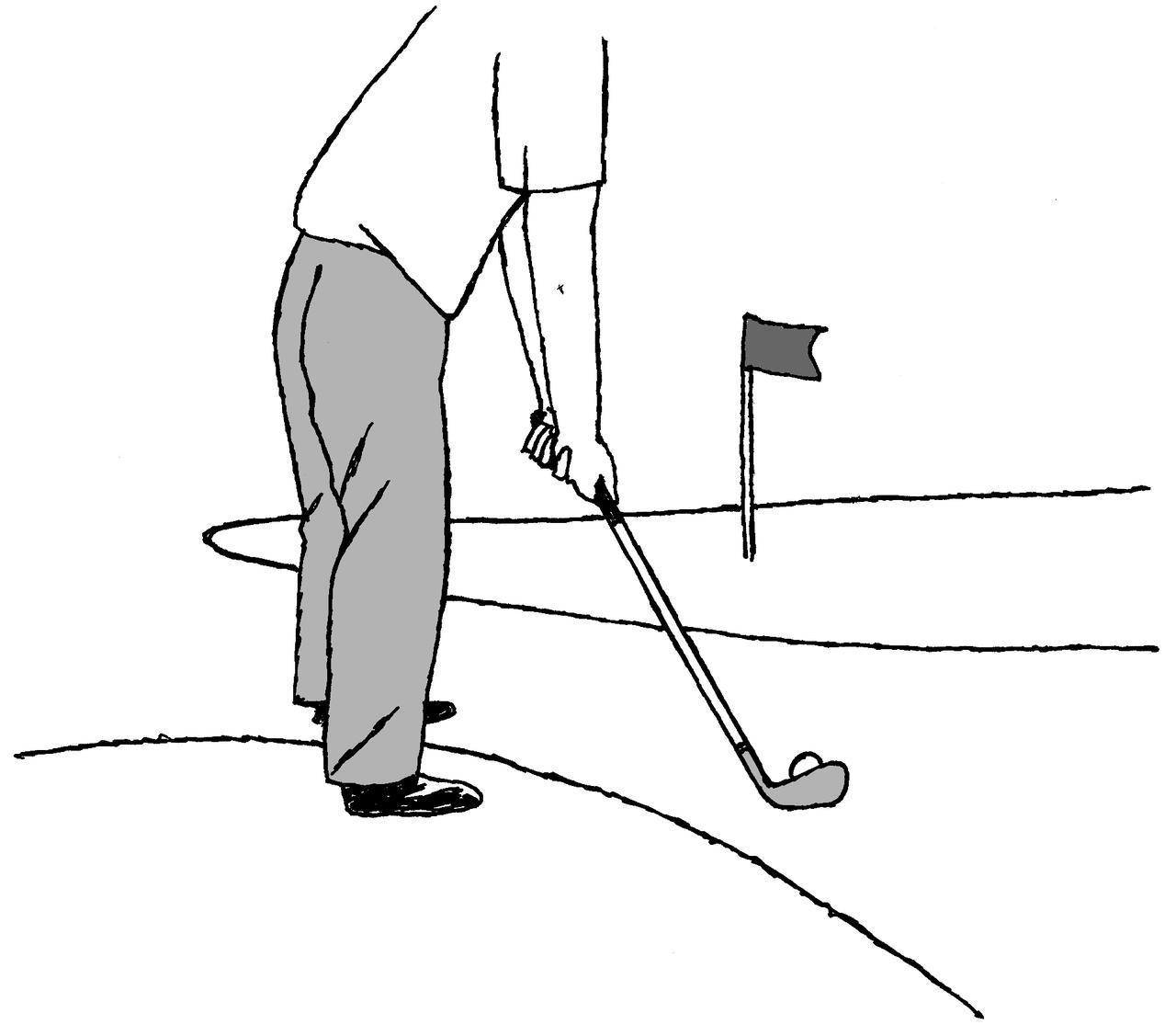 画像: アプローチショットを打とうとすると、スタンスがサブグリーンにかかってしまう。そのまま打っていいのだろうか?
