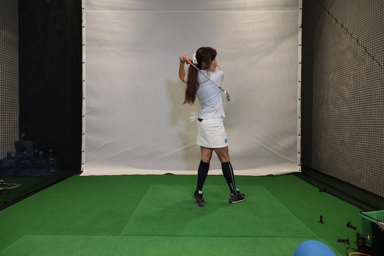 "Images : 8番目の画像 - 小澤美奈瀬が実演! 左への体重移動が身につく""右足踏み込み""スウィング - みんなのゴルフダイジェスト"