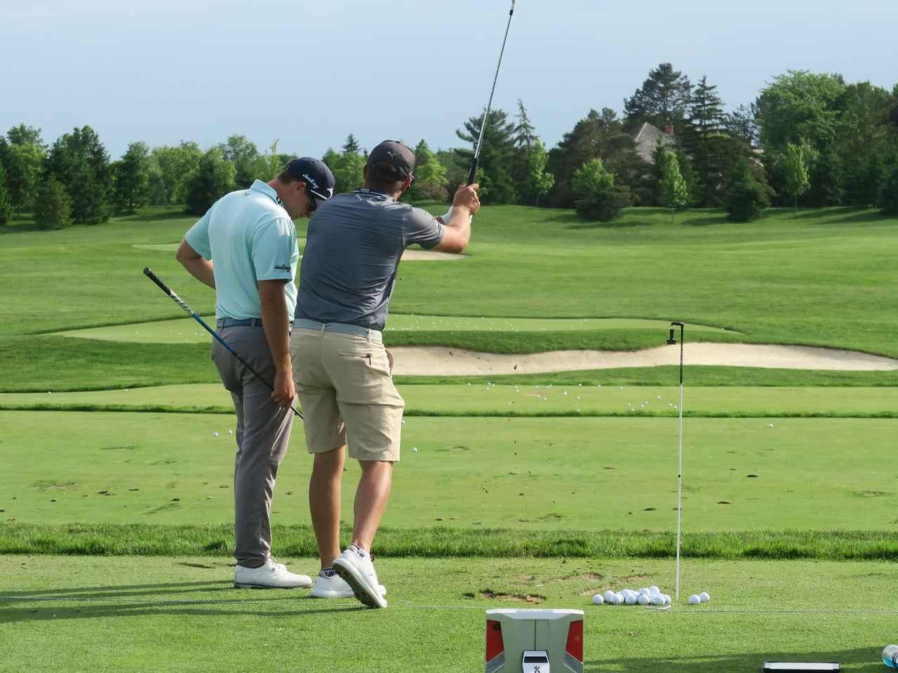 Images : 6番目の画像 - デシャンボーのトリックショット連続写真 - みんなのゴルフダイジェスト