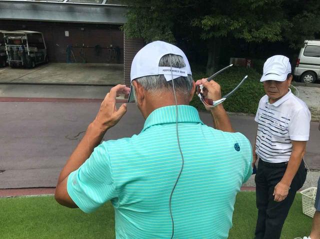 画像: 帽子内に計測器を設置して9ホールプレー中の帽子内温度を15秒おきに測定