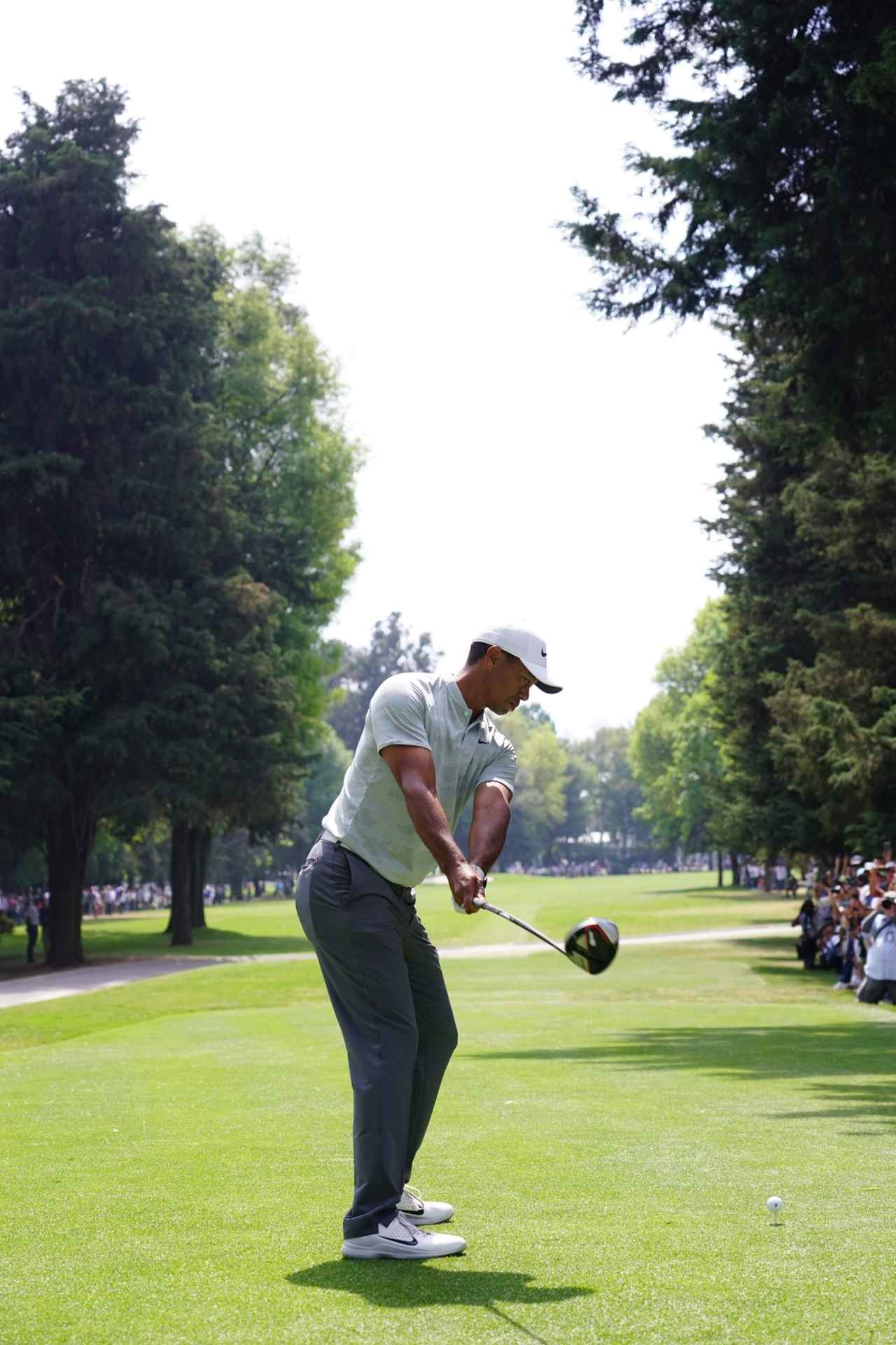 Images : 2番目の画像 - タイガー・ウッズのドライバー連続写真 - みんなのゴルフダイジェスト