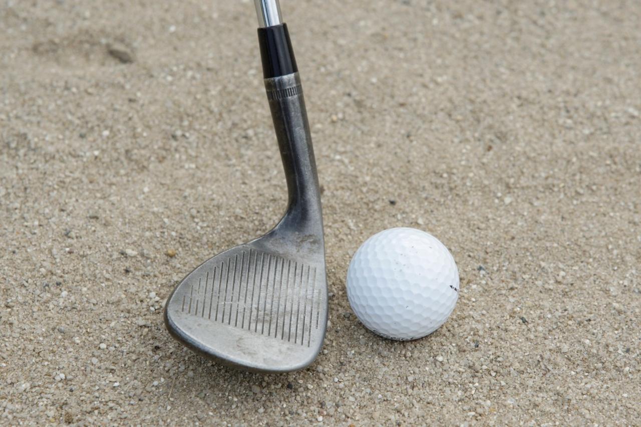 画像: 「円」を描くイメージでヘッドをヒールから入れれば、ヘッドの重量配分により、ヒー ル、センター、トウと回転するので、球はフェード回転で上がる