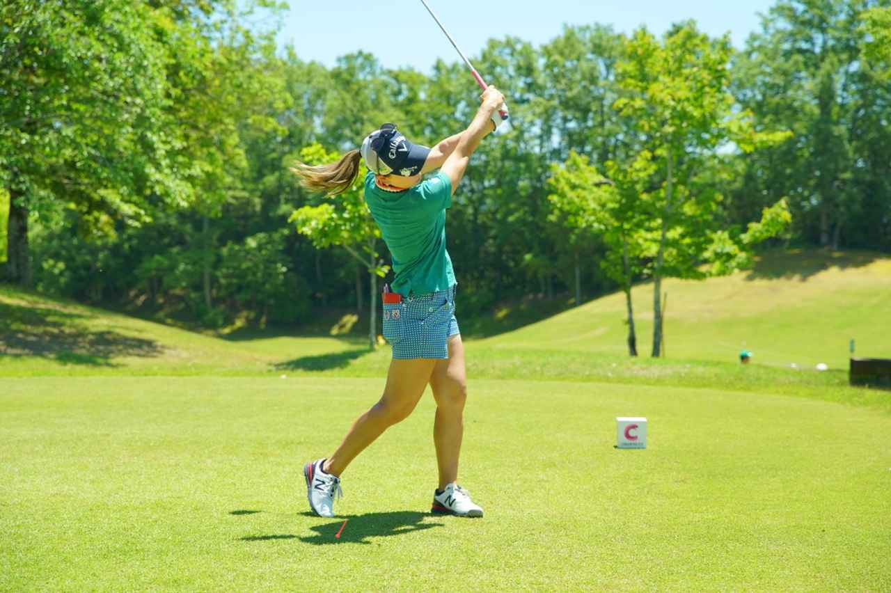 Images : 15番目の画像 - 上田桃子のドライバー連続写真 - みんなのゴルフダイジェスト