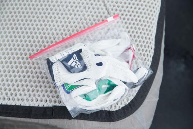 画像: 濡れたらすぐに交換できるように複数枚のグローブは必携だ(撮影/田中宏幸)