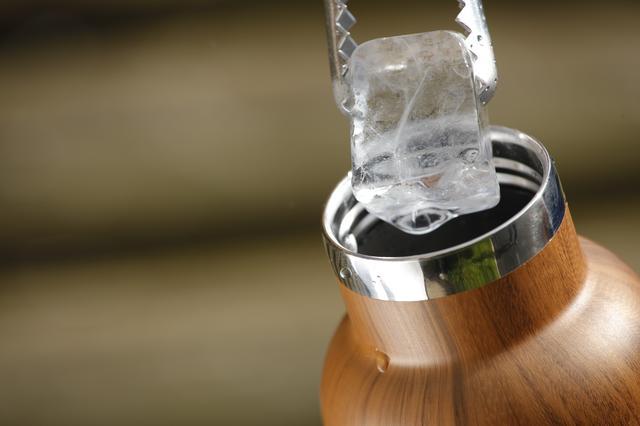 画像: 口の広いタンブラーは、大きな氷を入れられるのがうれしい