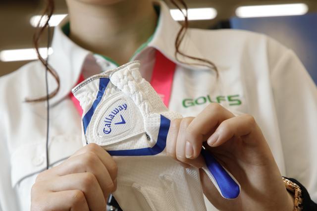 画像: 汗の蒸発を加速する特殊な素材を使ったグローブ